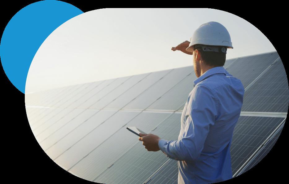 Ingeniero en instalación de placas solares fotovoltaicas.